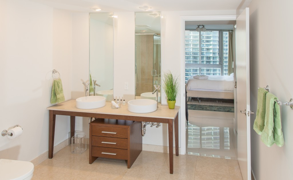 Stunning Sea and River Views from Corner Apartment at Icon Brickell Residences, Miami