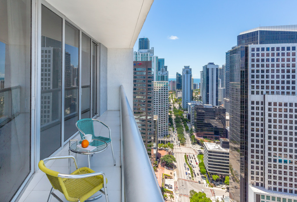 Brickell's Prime Location. Between River & Biscayne Bay. Gorgeous. Free SPA, WI-FI