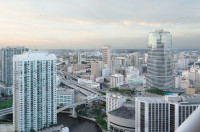 Private Modern Studio at W Hotel, Brickell, Miami, Free Luxury Amenities, Smart TV, 50 Mb internet
