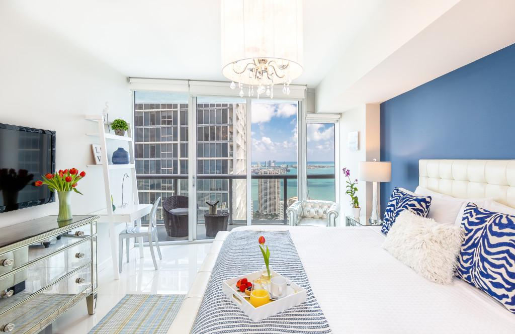 Bay & City Views, High Floor Over W Miami, Brickell. Free SPA, Sauna, WI-FI,