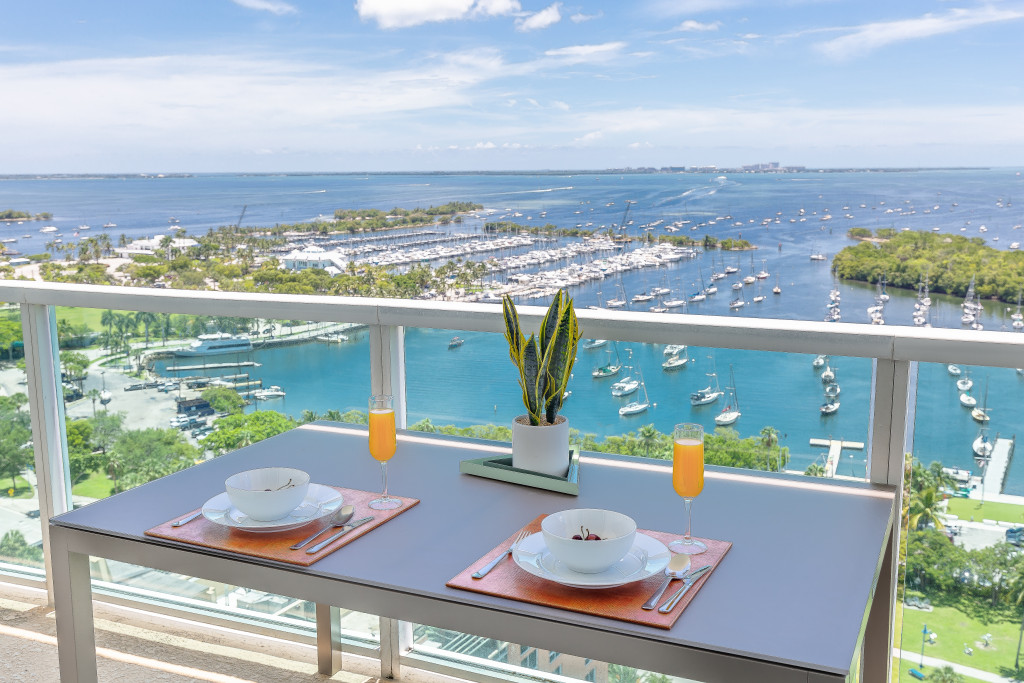 Great Views, Luxe Apartment. Free Pool and Park. Coconut Grove. Miami