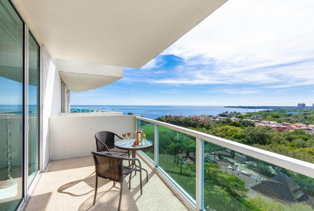Corner Unit, Ocean View, Pool, Free Parking. Private Unit at Hotel Arya, Miami