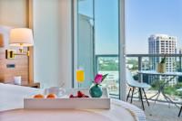 Luxury Double King Room + Futon. Free Parking, Pool, Gym, Wi-Fi