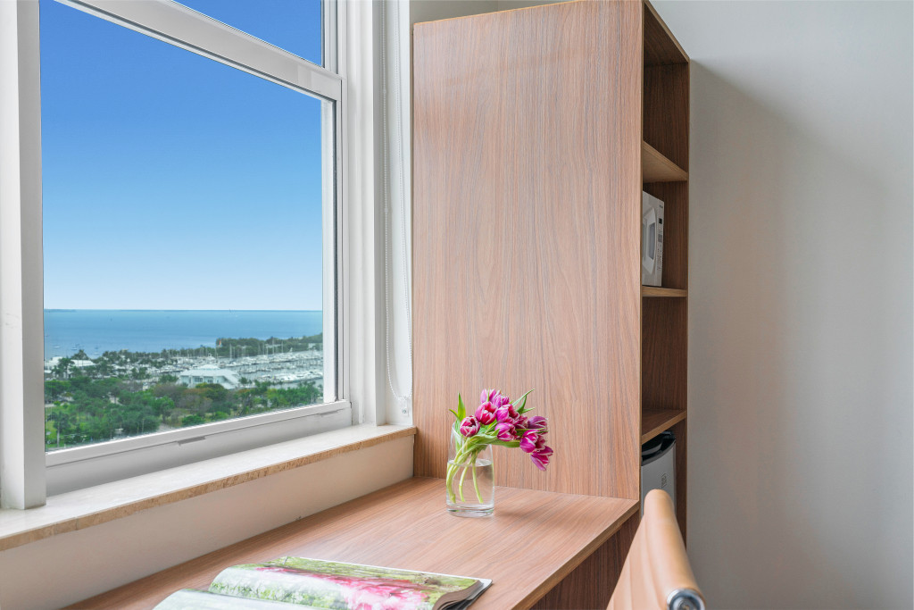 Miami Art Deco Style, King Bed, Beautiful Views FREE Parking, Gym, Pool