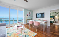 Newly Remodeled Art Deco Apartment King Bed Ocean Views, FREE Parking