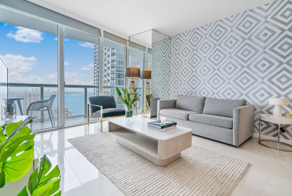 Amazing Sea Views from the 45th floor in Just Renovated Apartment
