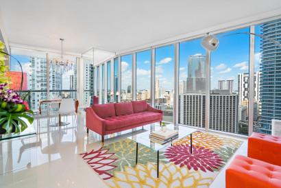 New!! Corner Unit, Miami River & City view, Brickell, Free Wi-Fi, Pool, Gym