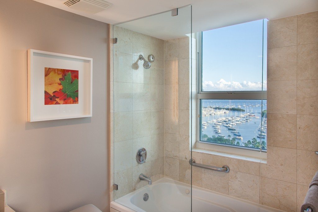 Ocean View from both sides, Pool, Hot Tub. Free Parking. Aria, Miami